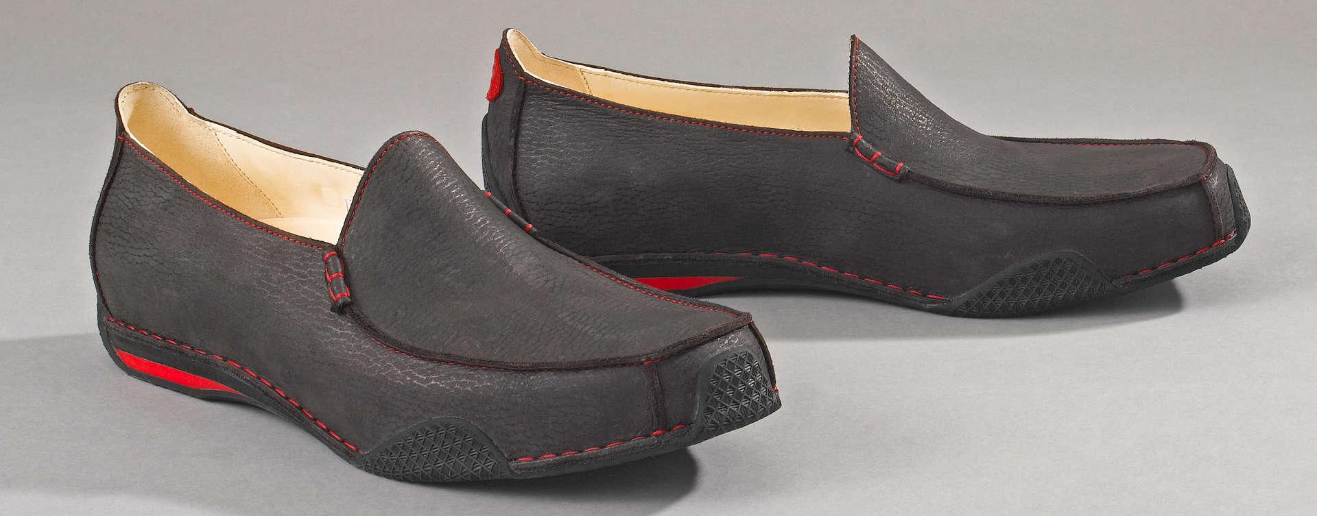 Als Hommage an einen der ursprünglichsten Schuhtypen überhaupt haben wir mit Mokass eine bemerkenswerte Kombination geschaffen.
