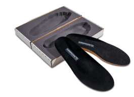 Das Fußbett aus dem Schuh herausnehmen zu können ist nichts Neues. Vor annähernd 40 Jahren war es etwas Revolutionäres, als Friedrich Hackner das Konzept eines Schuhs mit herausnehmbarer Innenausstattung entwickelte.