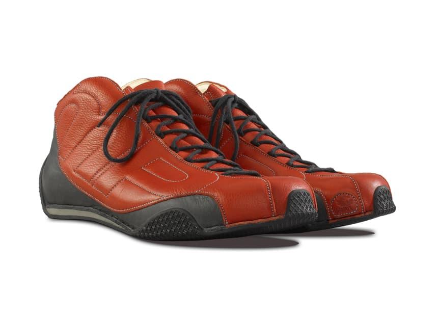 So individuell wie der Mensch selbst ist, so einzigartig sind seine Füße. Aus diesem Grund fertigen wir Vitallo-Schuhe ausschließlich nach Maß. Bei einem Maßtermin in unserer Manufaktur in Hilpoltstein werden Ihre Füße genau vermessen.